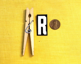 """vintage 40's letter R industrial metal sign 1.5"""" long .5"""" wide black & white hanging small little tiny mini baked on enamel church board old"""