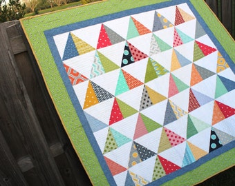 Quilt / Modern Baby Quilt  / Baby Quilt / Pyramid Quilt / Bedding / Toddler / Gender Neutral Quilt / Triangle Quilt / Ready to Ship