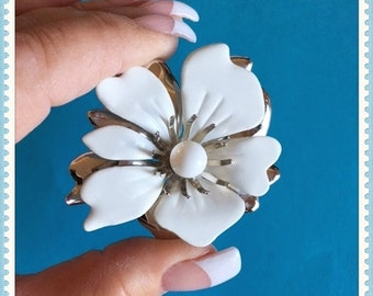 Sarah Coventry White Flower Brooch, Silver Tone, Layered, Signed, 1970's 1980's