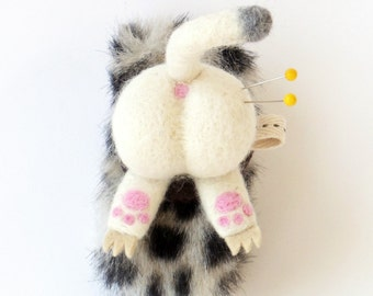 Cat pincushion :  needle felted animal butt, wearable wrist pin cushion  - white cat butt with faux fur strap