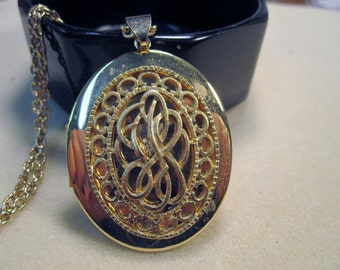Beautiful Locket, gold filled with chain   No.83