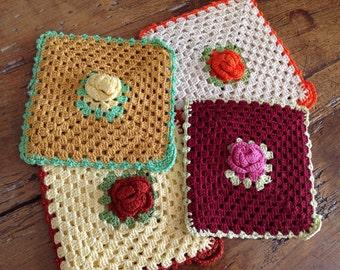 Home decor - vintage crochet - pannenlappen  - set of 4 - cotton handmade - costume decor - kitchen wear - hot pan holder - wedding gift
