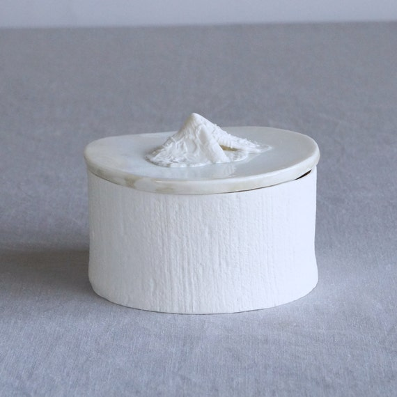 LINEN and LACE white porcelain jar with lid, jewellery holder, bathroom storage, white lace natural ceramic glaze