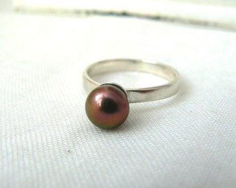 Solid Sterling silver Ring with button peacock Freshwater Pearl - Size 7