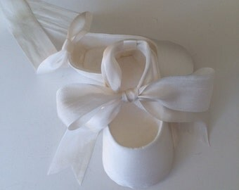 OFF WHITE Christening Shoes . Baby Girl Shoes . SILK Ballet Slippers . Infant Ballet Shoes Flats . Baby Ballerina . Baptism Shoes