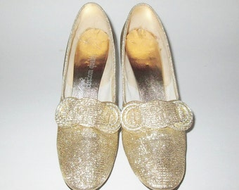 Vintage 1960s Gold Lame Pumps With Rhinestone Buckle By Maling's Custom Quality - Size 6 1/2 AA