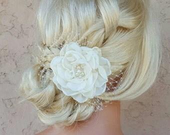 White Fascinate, Ivory  Wedding Head Piece, Bridal Hair Clip, Wedding Fascinator, Bridal Hairpiece, Floral Hair Clip, Wedding Comb, comb