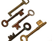 Skeleton Keys, Five Vintage Keys, Antique Ghost Keys, Halloween Ideas, Jewelry Making Supplies, Keys to Bead