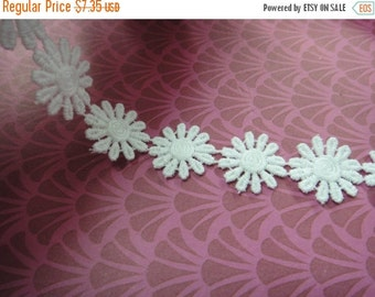 """3DAY SALE Simple beautiful 3 yards 1"""" width White cotton daisy trim by the yard (32 white  Daisies per yard )"""