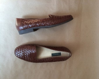 vintage 90's shoes / Bass loafers / woven leather loafer/ basket weave   / flats / size 7 and a half