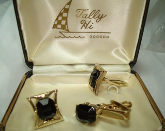 1950s 60s Tally Hi Gold and bLack Jeweled Cufflinks and Tie Clasp Set.