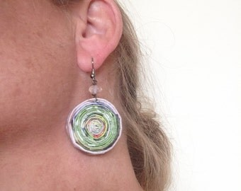 n. 31 GREEN and PINK Round Coiled paper recycled magazine EARRINGS with glass beads, measure 1.25