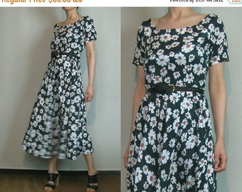 SUMMER SALE 90s FOREST Green Floral Vintage Daisy Print Sage Red White Daisies Scoop Neck Short Sleeve Midi Dress xs Small 1990s