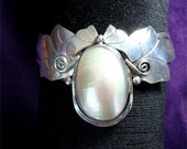 Artist Signed // 1980's NAVAJO Made MABE PEARL Sterling Silver Bracelet