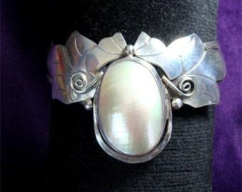 1980's NAVAJO Made MABE PEARL Sterling Silver Bracelet