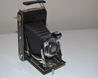 Vintage Kodak 620 folding camera fold out accordian Art Deco silver design sides