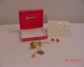 Vintage 1966 Giovanni Legend Of The Christmas Rose Brooch And Clip On Earring Set In Original Gift  Box 16 - 352