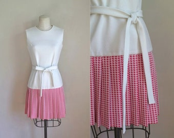 vintage 1960s dress - MATCH POINT pink & white houndstooth tennis dress / XS