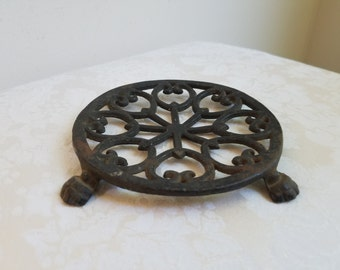 Vintage Cast Iron Footed Trivet by John Wright, Rusty Black Goth Medieval Arrows Ornate Metal Pot Holder Wall Art