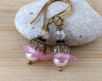 Small Pink Lucite Flower Earrings. Pink Pearl Earrings. Flower Jewelry. Antique Brass. Petite Flower Earrings. Rose Earrings. Flowers.