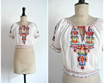 Vintage 70's Crop Peasant Blouse Gauze Cotton Hungarian Embroidery / Extra Small to Small