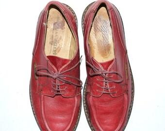 SUR vente Vintage cuir rouge unisexe CHRISTIAN Pellet chaussures 8Us et semelle en caoutchouc fabriquées en France