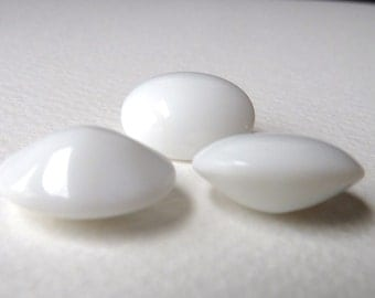 Vintage White Glass Cabochons - Slightly Pointed Back Oval - 18x14mm - Qty 6 pcs (wg1)