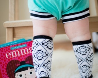Baby and toddler knee high socks Baby socks Boot Socks in Black and White Aztec print baby gift nordic print baby shower gift gifts for kids