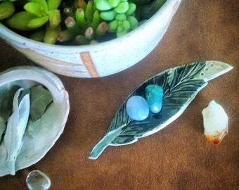 Ceramic Feather Catch All Dish, Feather Ring Holder, Ceramic Jewelry Dish, Ring Dish
