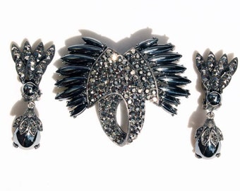 Rare WEISS Hematite Cabochon and Comet Argent Dark Rhinestone Japanned Brooch and Earring Demi Parure