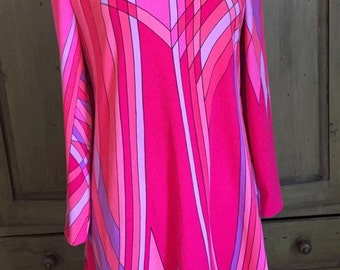 1960's Vintage Pink Graphic dress with Back zipper and boat neck