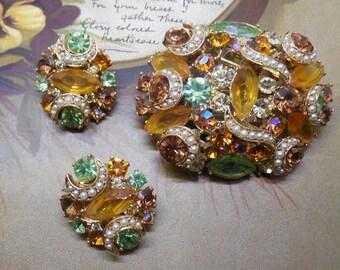 KRAMER Gold Rhinestone Brooch & Earrings Set w/ Pave Crescent Ribbons    NM43
