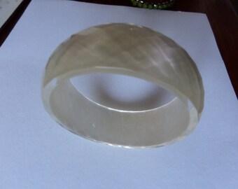 PEARL RETRO BANGLE original 1970  shell  plastic rare