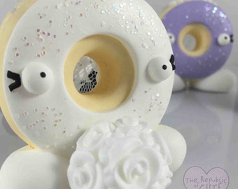 Donut Wedding - Custom Wedding Cake Toppers - Doughnut Bride and Groom - Wedding Donuts - Donut Sculpture - Custom Wedding Cake Topper