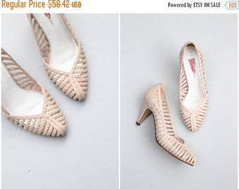 SALE / early 80s braided leather pumps - vintage 1980s summer heels / Pale Nude - lattice ladies shoes / Nine West - banner label - bridal h