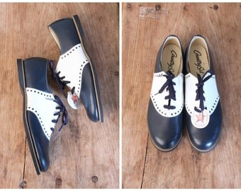 vintage 1950s ladies saddle shoes - deadstock with tags / Navy Blue & white - 50s sock hop / marked 12 M