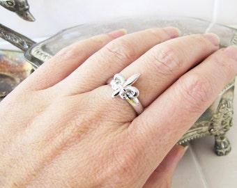 Elegant Sterling Silver Fleur De Lis Ring size 7, French Paris Chic
