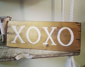 Gold XOXO Pallet Sign