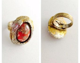 Vintage Ring, Red oval Bead, Adjustable, antique gold tone, Item No. De165