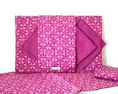CLOSING DOWN SALE - 50% Off Vintage Irish Linen Placemat & Napkin Set in Magenta Pink - Retro / Mid Century Modern