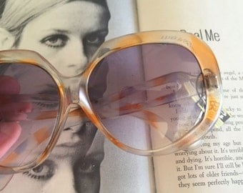 1950s 1960s MOD GIRL Sunglasses.foster grant. NOS. oversized. retro. hipster. kitsch. shades. summer. party glasses. disco. twiggy. jackie o