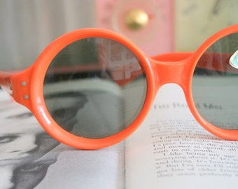 1950s 1960s MOD GIRL Sunglasses...orange. oversized. retro. hipster. kitsch. shades. summer. party glasses. disco. twiggy. jackie o. mod
