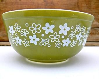 Pyrex Avocado Green Mixing Bowl - Spring Blossom Crazy Daisy 401 2.5 Qt - Vintage 1970s