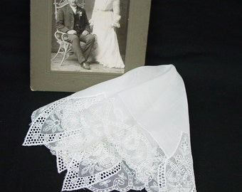 Pretty Vintage Wedding, Bridal Hanky, Handkerchief, Linen and Lace