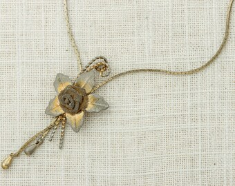Vintage Gold Bolo Necklace Metallic Flower Adjustable Length Costume Jewelry 16D