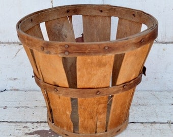 Small Vintage Split Wood 1/4 Peck Basket 2 Quarts Weathered Rustic Primitive Storage Decor Fruit Basket Country Farmhouse Decor