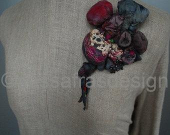 Shibori brooch, handmade bohemian fiber art brooch, OOAK artistic accessory, red, hand felted contemporary textile jewelry, women's fashion