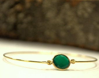 Green Onyx Bracelet, 14 karat gold, 60mm, Minimalist Jewelry, Modern, Simple, Elegant, Wrist, Feminine, connector, chic, Natural Stone