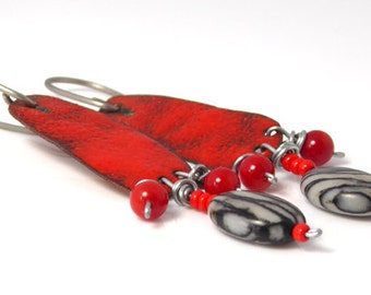 Red enamel, coral and picasso jaspis earrings