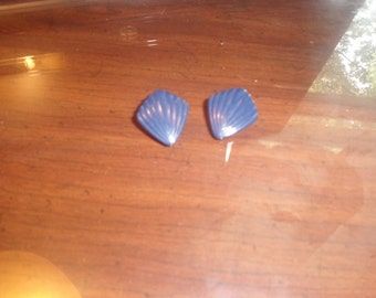 vintage clip earrings navy  blue lucite ripple